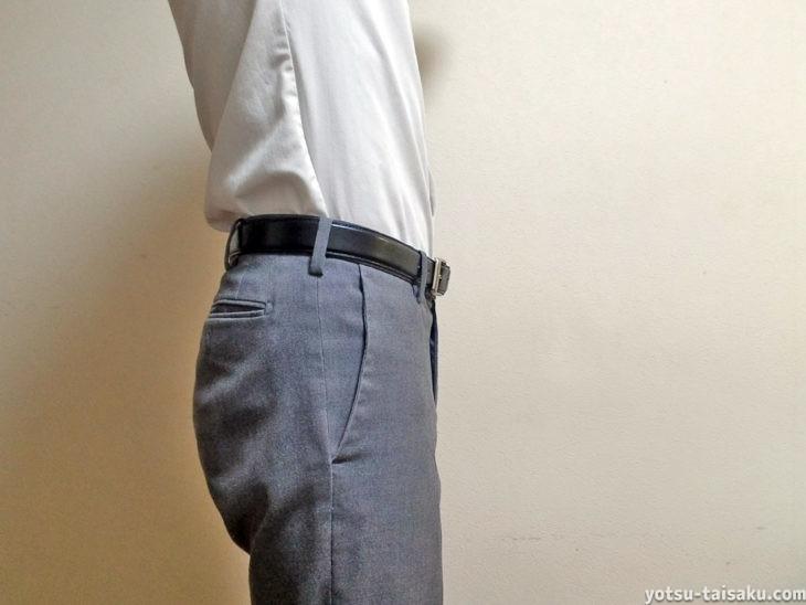バンテリンサポーター腰用しっかり加圧タイプの服着た時の目立ち具合